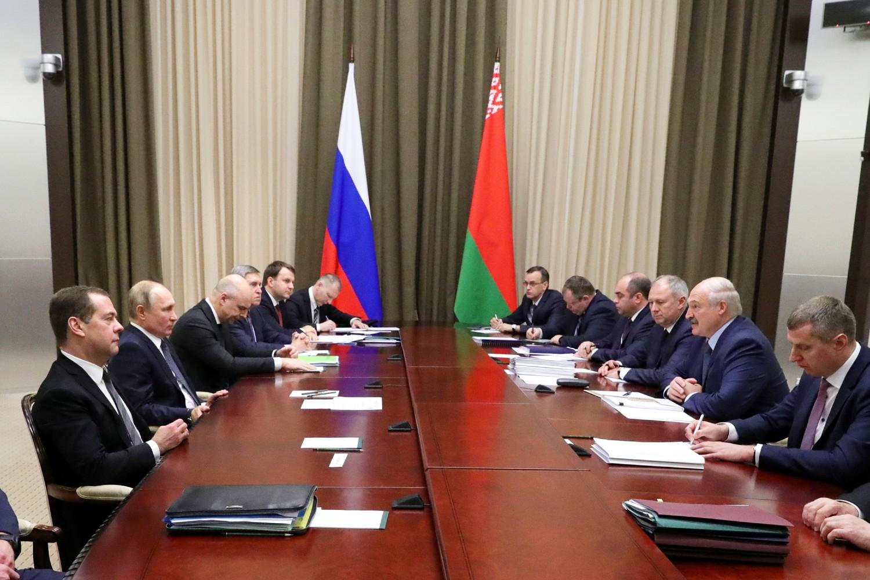 Predsednici Rusije i Belorusije Vladimir Putin i Aleksandar Lukašenko na sastanku sa članovima državnih delegacija, Soči, 07. decembar 2019. (Foto: RIA Novosti/Mihail Klimentьev)