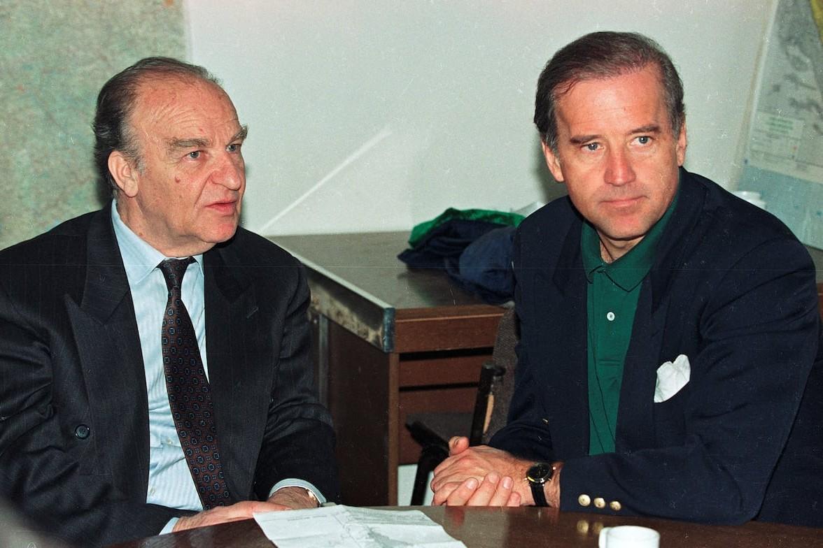 Алија Изетбеговић на састанку са тадашњим америчким сенатором Џозефом Бајденом у Сарајеву, 09. април 1993. (Фото: Reuters/Chris Helgren)