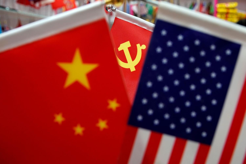 Zastave Kine, Sjedinjenih Država i Komunističke partije Kine (Foto: Reuters/Aly Song)