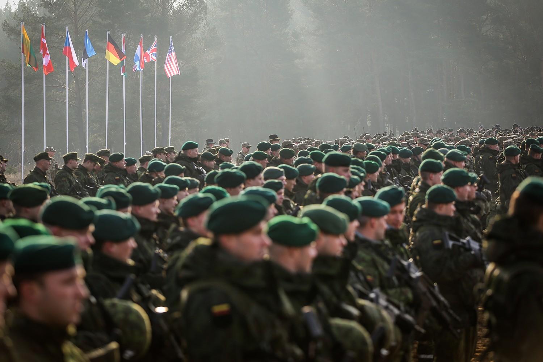 Pripadnici NATO snaga iz devet zemalja članica tokom vežbe Gvozdeni mač, Pabrade, Litvanija, novembar 2014. (Foto: Ieva Budzeikaite/nato.int)