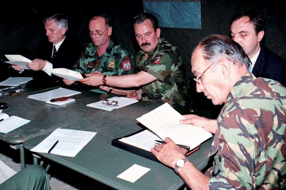 Potpisivanje Kumanovskog sporazuma, 09. jun 1999. (Foto: Tanjug)