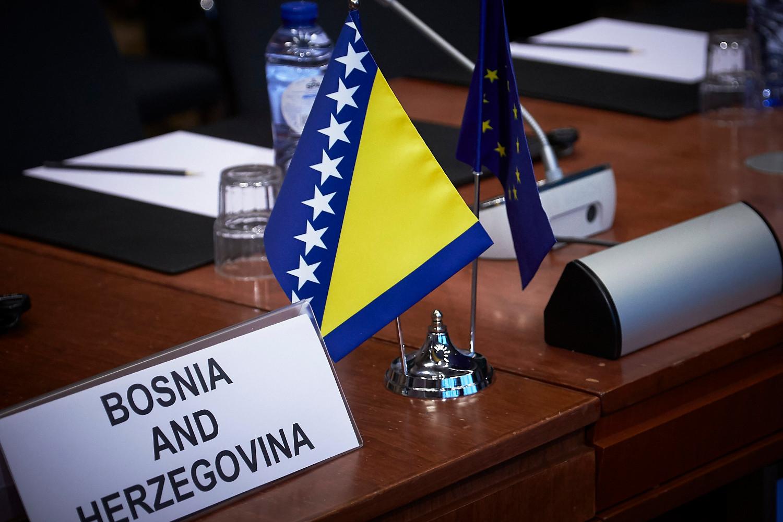 Zastavice BiH i EU (Foto: Mario Salerno/consilium.europa.eu)