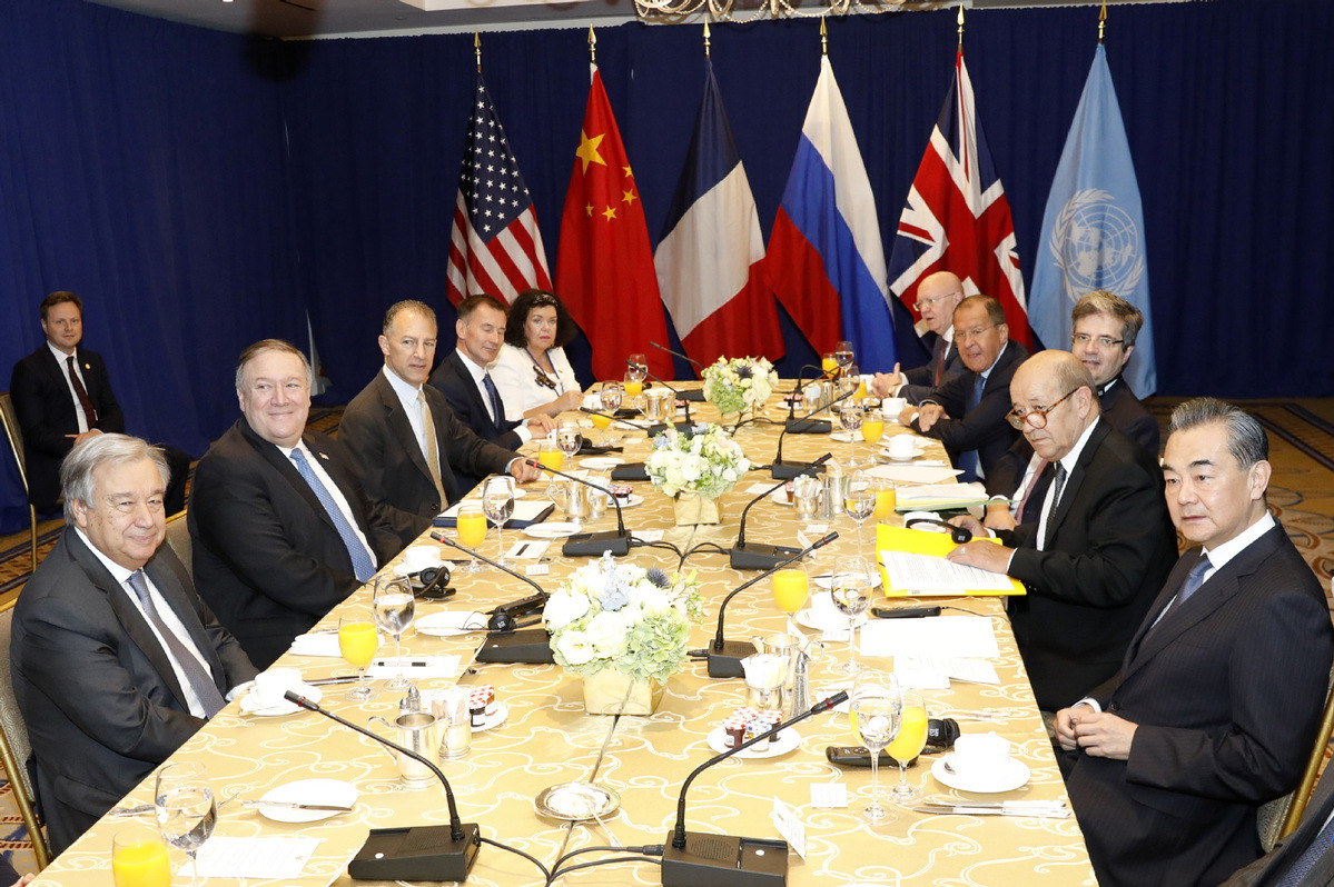 Predstavnici pet stalnih članica Saveta bezbednosti Ujedinjenih nacija tokom radnog doručka sa generalnim sekretarom UN-a Antoniom Guteresom, Njujork, 27. septembar 2018. (Foto: Xinhua)