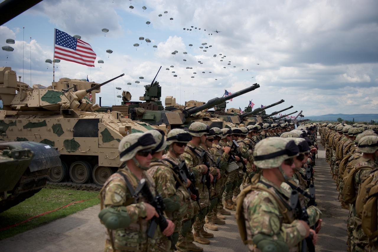 """Američki vojnici prilikom svečane ceremonije otvaranja vojne vežbe """"Plemeniti partner 16"""" u vojnoj bazi Vazijani u Gruziji, 11. maj 2016. (Foto: U.S. Army)"""