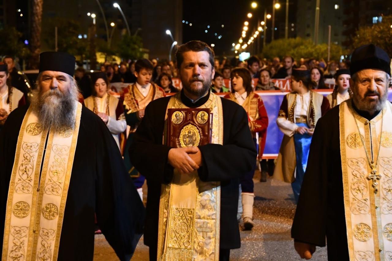 Protojerej-stavrofor Gojko Perović sa sveštenstvom Mitropolije crnogorsko-primorske SPC predvodi litiju u Baru, 13. februar 2020. (Foto: mitropolija.com)