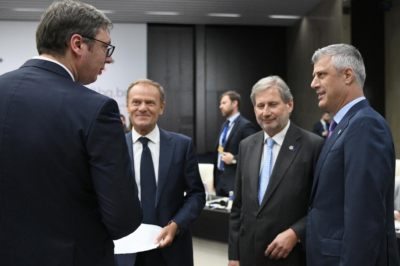 Predsednik Srbije Aleksandar Vučić u razgovoru sa Hašimom Tačijem u prisustvu Donalda Tuska i Johanesa Hana (Foto: Dimitar Dilkoff/Pool/EPA-EFE )