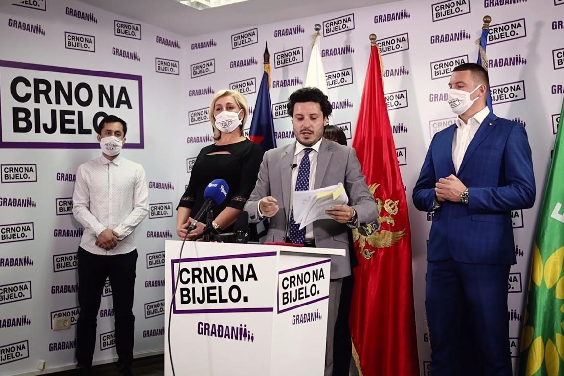 Predsednik Građanskog pokreta URA Dritan Abazović sa članovima pokreta tokom konferencije za medije (Foto: Snimak ekrana/Jutjub)