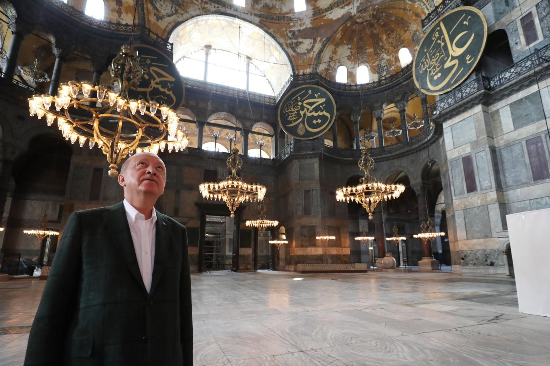 Redžep Tajip Erdogan tokom posete Aja Sofiji, Istanbul, 19. jul 2020 (Foto: EPA-EFE/Turkish President Office Handout)