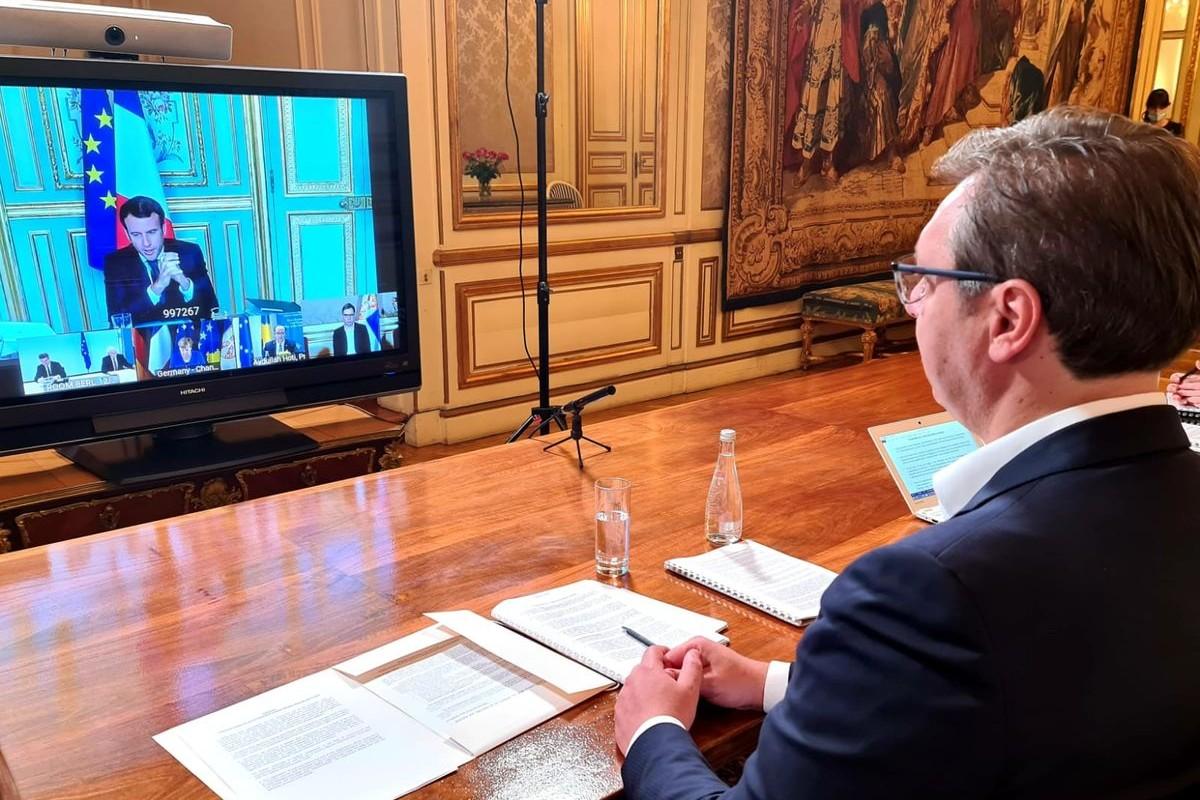 Predsednik Srbije Aleksandar Vučić video samita o pitanju KiM sa Emanuelom Makronom, Angelom Merekl i Avdulahom Hotijem, Pariz, 09. jul 2020. (Foto: Predsedništvo Srbije)
