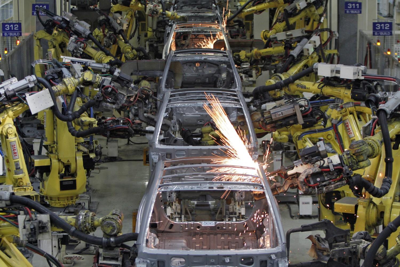 Proizvodnja automobila od strane robotizovanih mašina u jednoj fabrici u Indiji (Foto: Reuters/Babu)