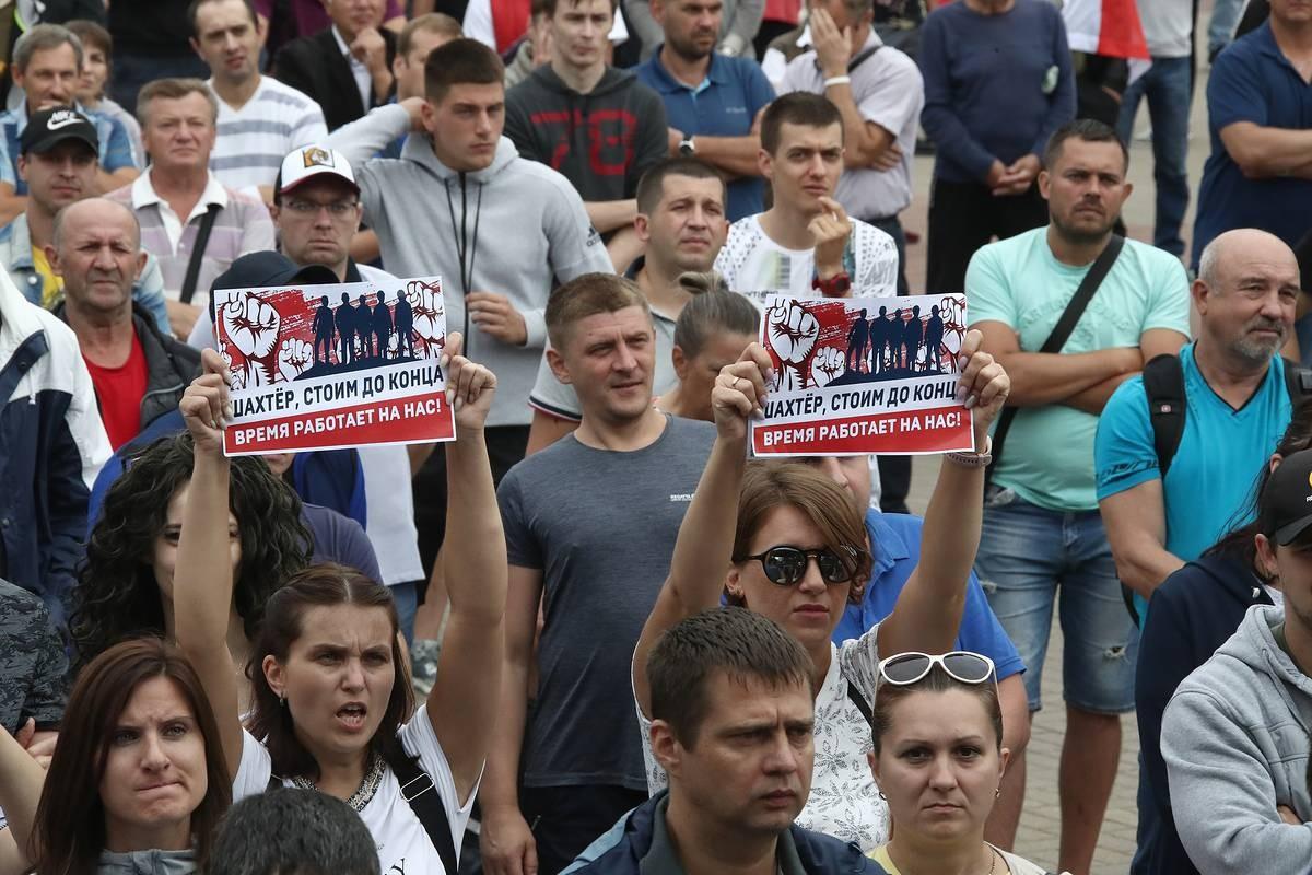 Demonstranti tokom protesta zbog rezultata predsedničkih izbora u Belorusiji (Foto: Valeriй Šarifulin/TASS)