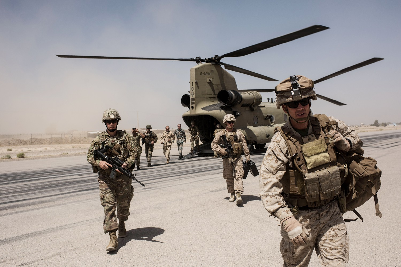 Američke trupe prilikom izlaska iz helikoptera u kampu Bost u provinciji Helmand u Avganistanu, 11. septembar 2017. (Foto: Andrew Renneisen/Getty Images)