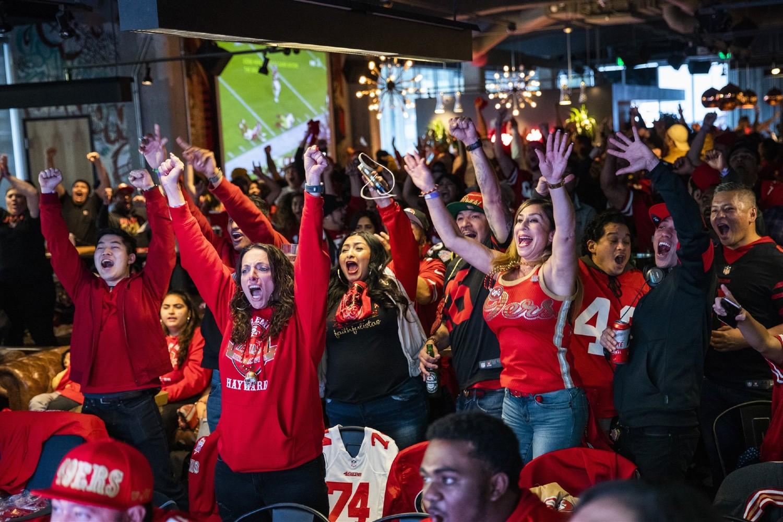 Navijači u San Francisku posmatraju utakmicu Super boula, 02. februar 2020. (Foto: Philip Pacheco/Getty Images)