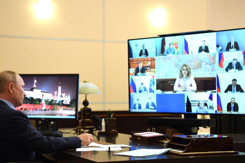 Predsednik Rusije Vladimir Putin tokom video konferencije sa članovima vlade i zdravstvenog sektora o sanitarnoj i epidemiološkoj situaciji u Rusiji i spremnosti zdravstvenog sistema za period jesen-zima, Moskva, 29. jul 2020. (Foto: kremlin.ru)