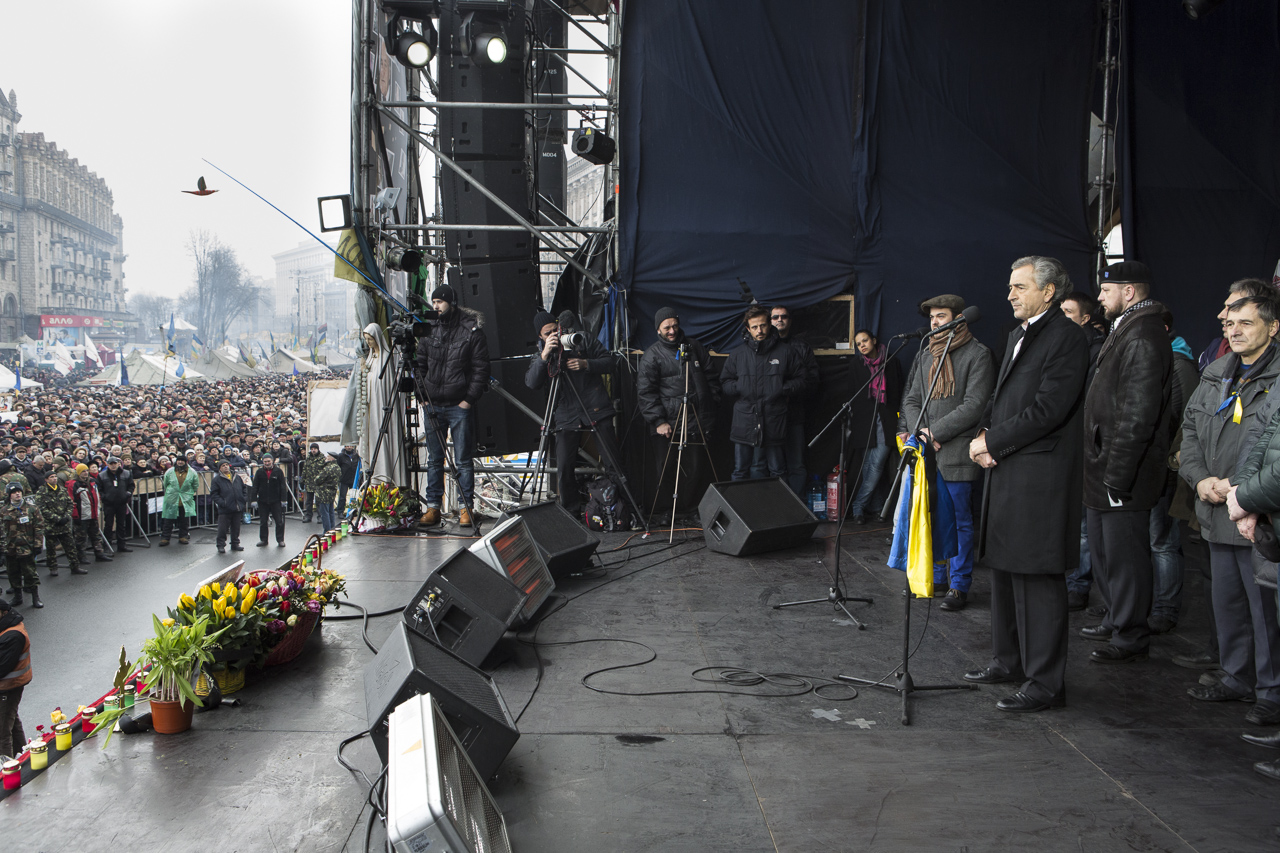 Francuski filozof Bernar-Anri Levi tokom govora na Majdanu, 02. mart 2014. (Foto: Yann Revol)