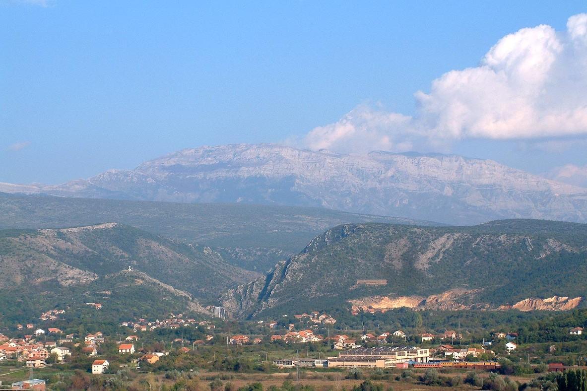 Planina Dinara i vodopad Krčić viđeni s Kninske tvrđave (Foto: Wikimedia/K. Korlević)