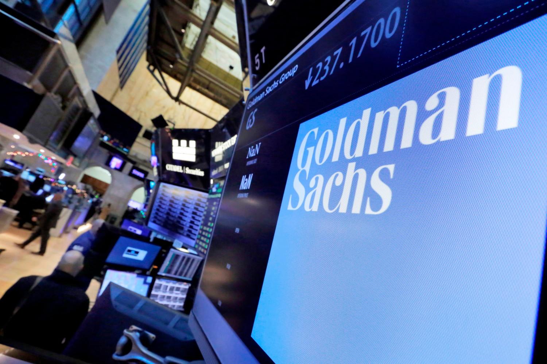 Logo Goldman Saksa prikazan na ekranu unutar Njujorške berze na Volstritu (Foto: AP Photo/Richard Drew)