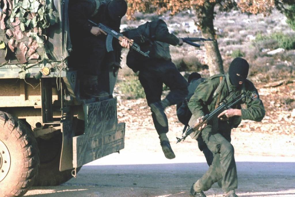 Vojnici Srpske Vojske Krajine za vreme napada HV na područje Medačkog džepa (Foto: Stringer/Reuters)