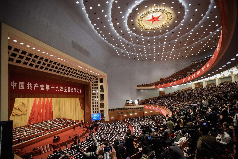 Kineski predsednik Si Đinping tokom uvodnog govora na otvaranju Nacionalnog narodnog kongresa u Velikoj sali naroda, Peking, 18. oktobar 2017. (Foto: Etienne Oliveau/Getty Images)