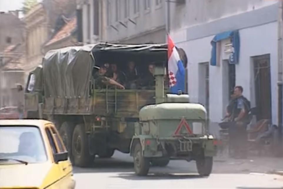 Ulazak hrvatske vojske u Petrinju nakon Oluje, 07. avgust 1995. (Foto: Snimak ekrana/Jutjub)
