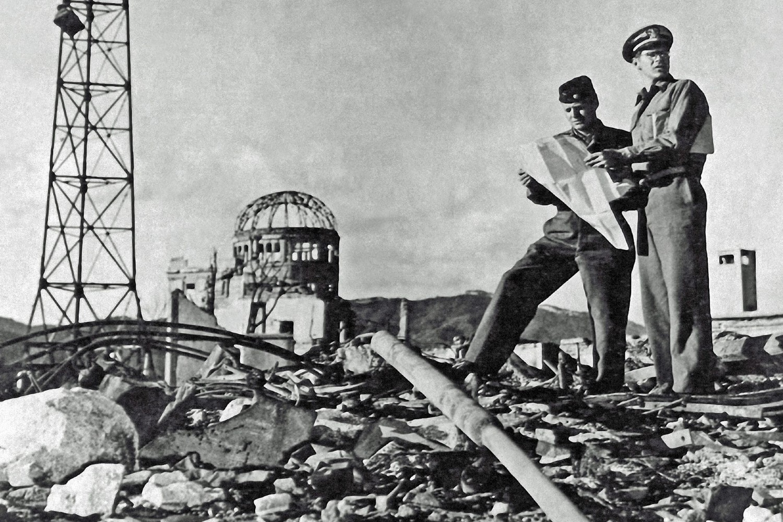 Američki vojnici na zgaršitu Hirošime nakon bačene atomske bombe (Foto: Prisma Bildagentur/Universal Images Group via Getty Images)
