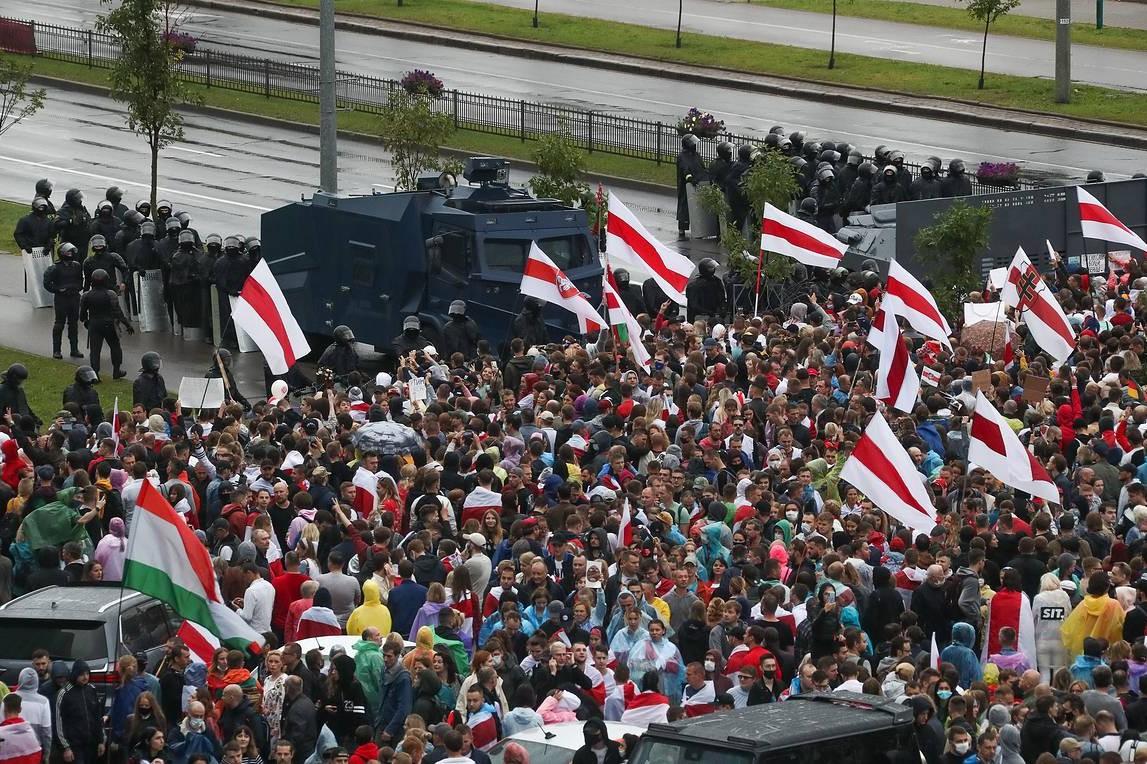Demonstranti tokom protesta u Minsku zbog rezultata predsedničkih izbora u Belorusiji, 06. septembar 2020. (Foto: Valeriй Šarifulin/TASS)