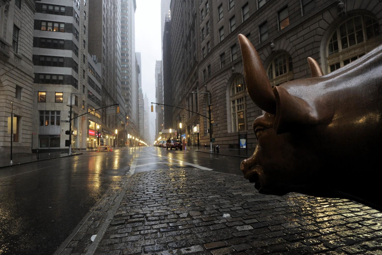 Čuvena bronzana skulptura bika ispred Volstrita (Foto: Stan Honda/AFP/Getty Images)