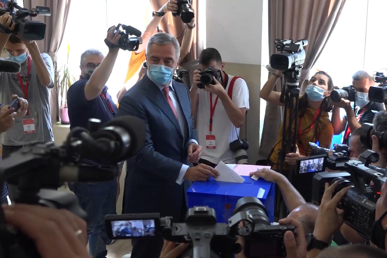 Predsednik Crne Gore i DPS-a Milo Đukanović tokom glasanja, 31. avgust 2020. (Foto: Snimak ekrana/Jutjub)