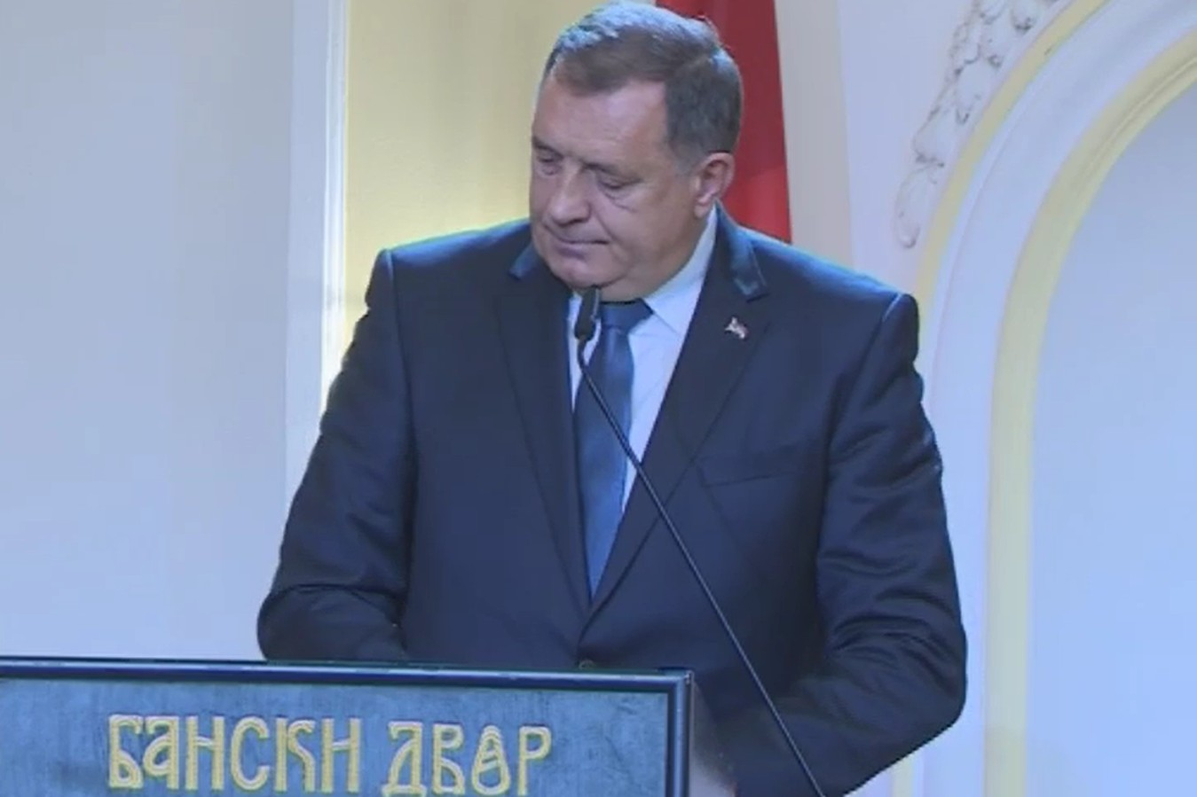 Srpski član Predsjedništva BiH Milorad Dodik tokom oproštajnog govora na komemoraciji Arieu Livenu u Banskom dvoru, Banjaluka, 11. septembar 2020. (Foto: Snimak ekrana/RTRS)