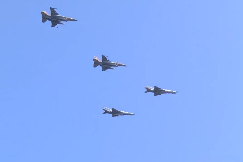 "Dva izraelska borbena aviona F-16 u formacijskom letu s dva hrvatska MiG-a 21 tokom preleta iznad Kninske tvrđave u sklopu obeležavanja ""Oluje"", 05. avgust 2018. (Foto: Snimak ekrana/Jutjub)"