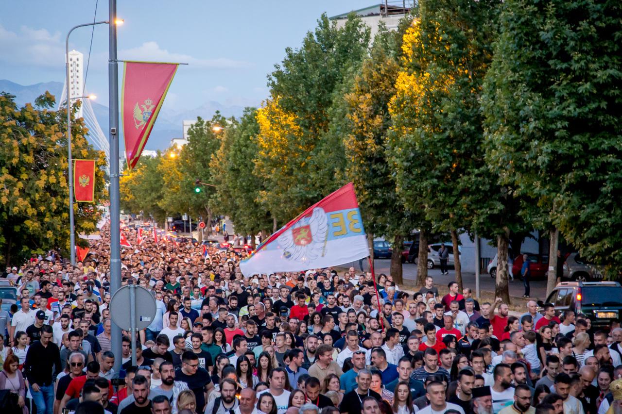 Građani Podgorice tokom litije, 14. jun 2020. (Foto: Boris Musić/mitropolija.com)
