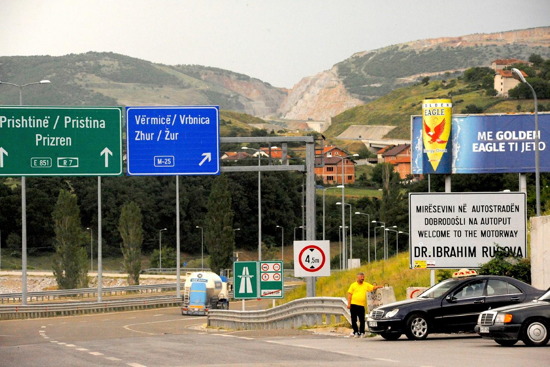 """Почетак ауто-пута """"Др Ибрахим Ругова"""" у близини границе са Албанијом (Фото: Larry Luxner/The Times of Israel)"""