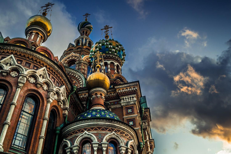 Krstovi na kupoli Crkve Spasa na krvi u Sankt Peterburgu (Foto: Tatsiana Volskaya/Getty Images)