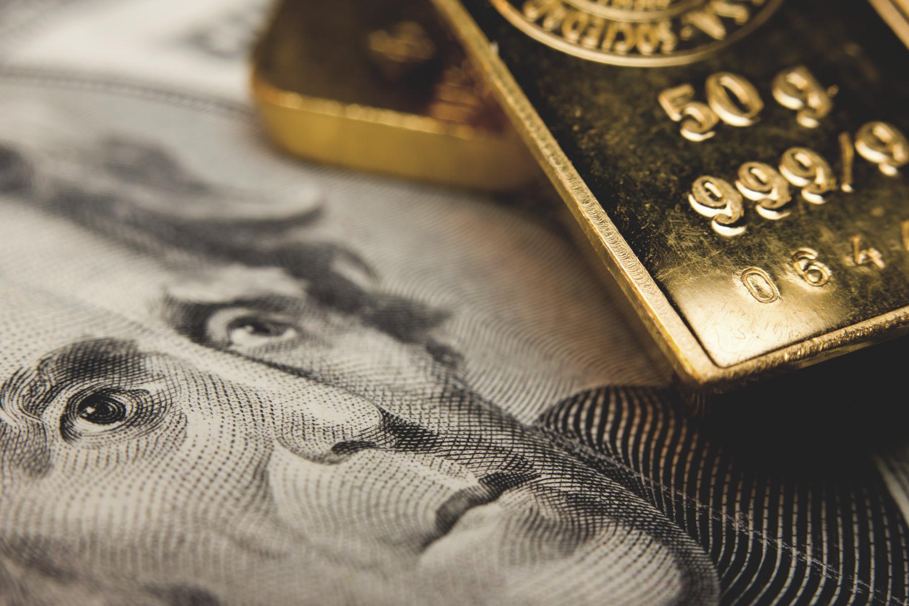 Američki dolari i zlatne poluge (Foto: pantalla Macro/besthqwallpapers.com)