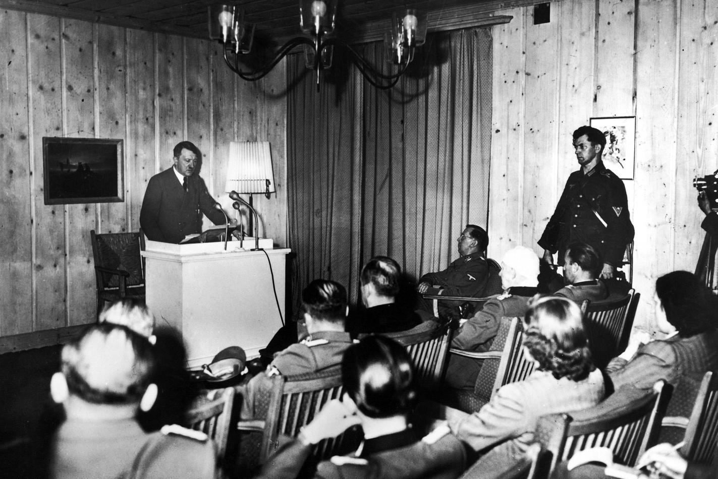 Adolf Hitler tokom jednog skupa sa svojim pristalicama (Foto: Heinrich Hoffmann/Time Life Picture)