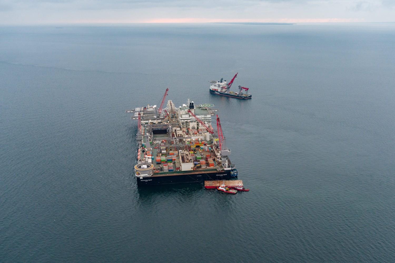 Brod za postavljanje cevi u blizini Velikobeltnog mosta u Danskoj na putu ka mestu izgradnje gasovoda Severni tok 2 u Baltiku (Foto: nord-stream2.com)