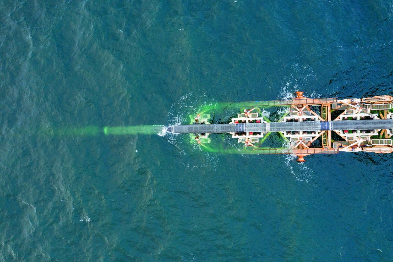 Brod postavlja cevi za gasovod Severni tok 2 u nemačkim vodama (Foto: Nord Stream-2/File Picture)