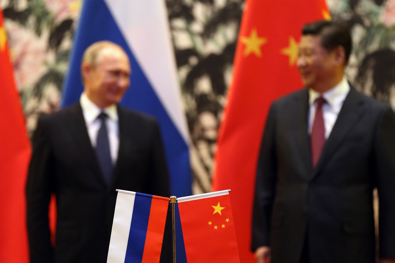 Ruski predsednik Vladimir Putin i kineski predsednik Si Đinping tokom sastanka na samitu Azijsko-pacifičke ekonomske saradnje (APEC), Peking, 09. novembar 2014. (Foto: How Hwee Young/AFP/Getty Images)