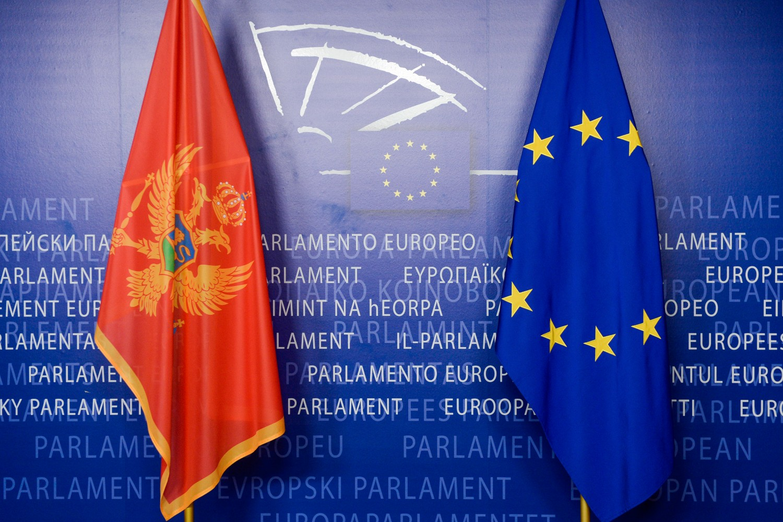 Zastave Crne Gore i Evropske unije u sedištu Evropskog parlamenta u Strazburu (Foto: Frederic Sierakowski/European Union/EP)