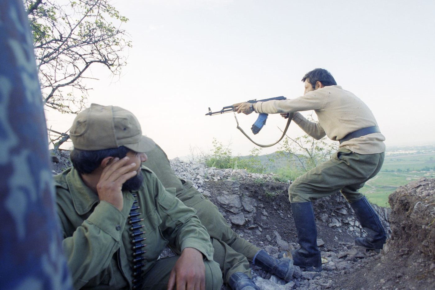 Vojnici tokom ratnih dejstava 1992. godine u selu Šeli u Nagorno-Karabahu (Foto: ITAR-TASS/Sergei Mamontov; Alexander Nemyonov via Getty Images)