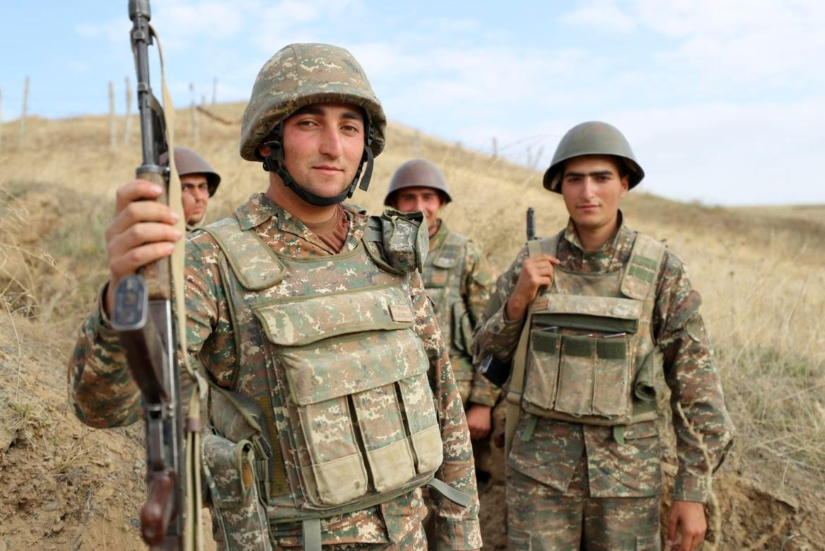 Jermenski vojnici na frontu u Nagorno-Karabahu, 29. septembar 2020. (Foto: Sipan Gyulumyan/Armenian Defense Ministry Press Service/PAN Photo via AP)
