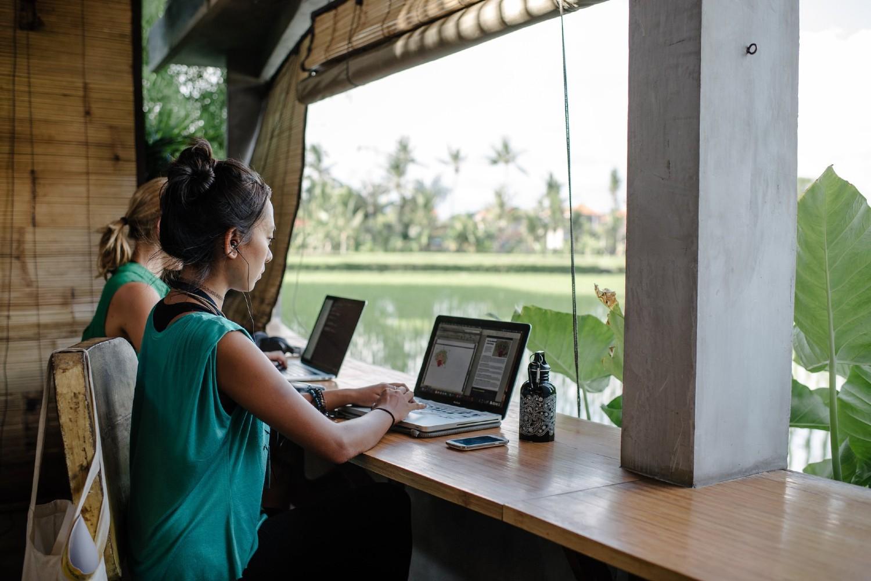 Digitalni nomadi tokom svog rada u njima poznatoj destinaciji Ubud na Baliju (Foto: Courtesy of Hubud Bali)
