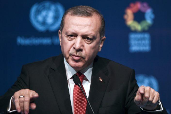 Erdogan ponovio da je Makron mentalno oboleo i pozvao na bojkot francuske robe