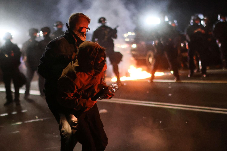 Demonstranti tokom sukoba sa policijom zbog rasne nejednakosti i policijskog nasilja, Portland, Oregon, 05. septembar 2020. (Foto: Reuters/Carlos Barria)