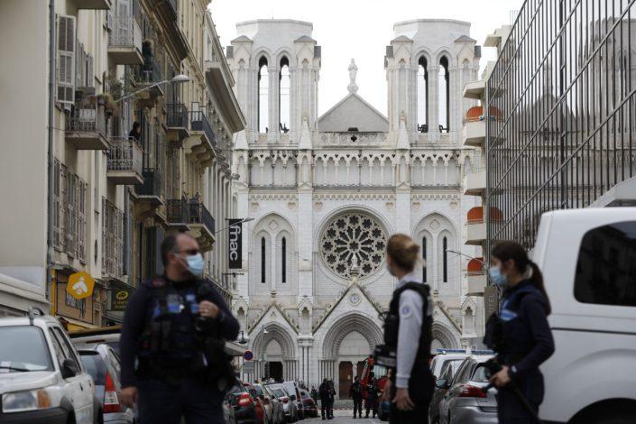 Novo odsecanje glave u Francuskoj, napadi u Nici, Avinjonu i Džedi, sprečen napad u Parizu