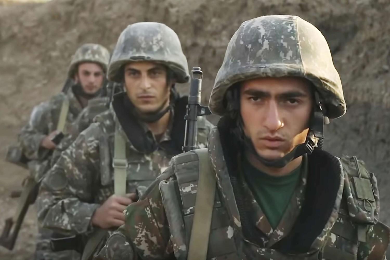 Mladi jermenski vojnici tokom ratnih dejstava u Nagorno-Karabahu, 30. septembar 2020. (Foto: Armenian Defense Ministry via AP)