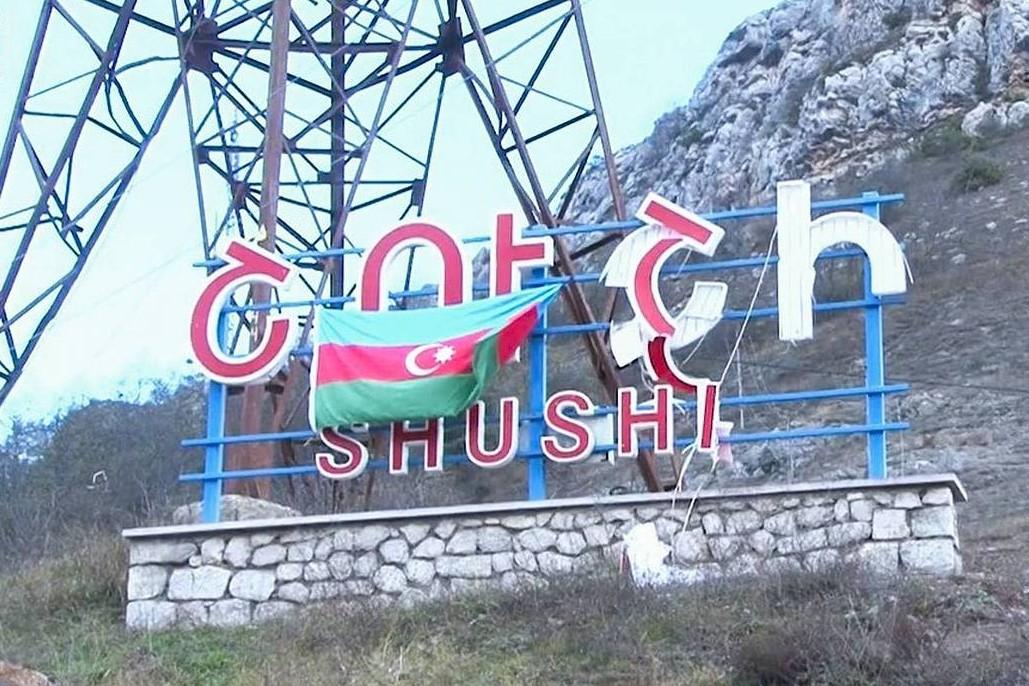 Zastava Azerbejdžana okačena na znamenju grada Šušija u Nagorno-Karabahu, 09. novembar 2020. (Foto: Minoboronы Azerbaйdžana/TASS)