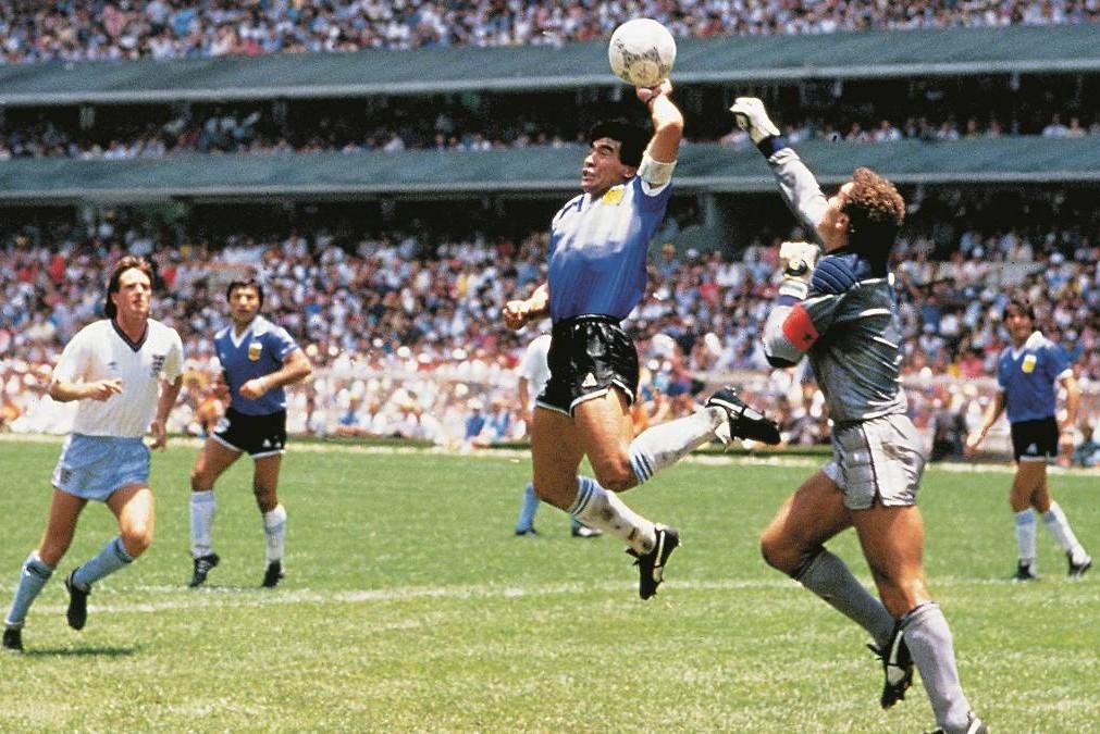 Čuveni gol rukom Dijega Maradone na utakmici Argentina-Engleska na Svetskom prvenstvu u Meksiku, 22. juna 1986. (Foto: Giuliano Brvilacqua/Diario AS)