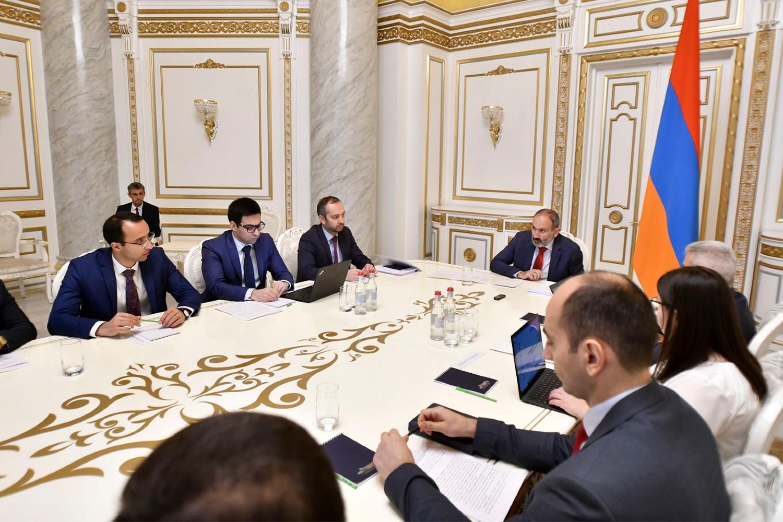 Premijer Jermenije Nikol Pašinjan sa članovima svog kabineta tokom sednice vlade, Jerevan, 22. oktobar 2019. (Foto: Gevorg Perkuperkyan/primeminister.am)