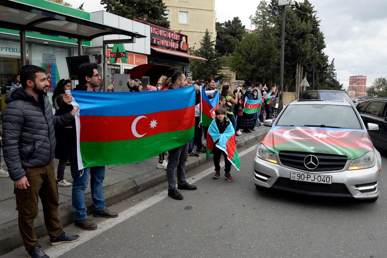 Ljudi slave na ulicama nakon što je azerbejdžanski predsednik Ilham Alijev rekao da su snage te zemlje zauzele Šuši u Nagorno-Karabahu, Baku, 08. novembar 2020. (Foto: Reuters/Stringer)
